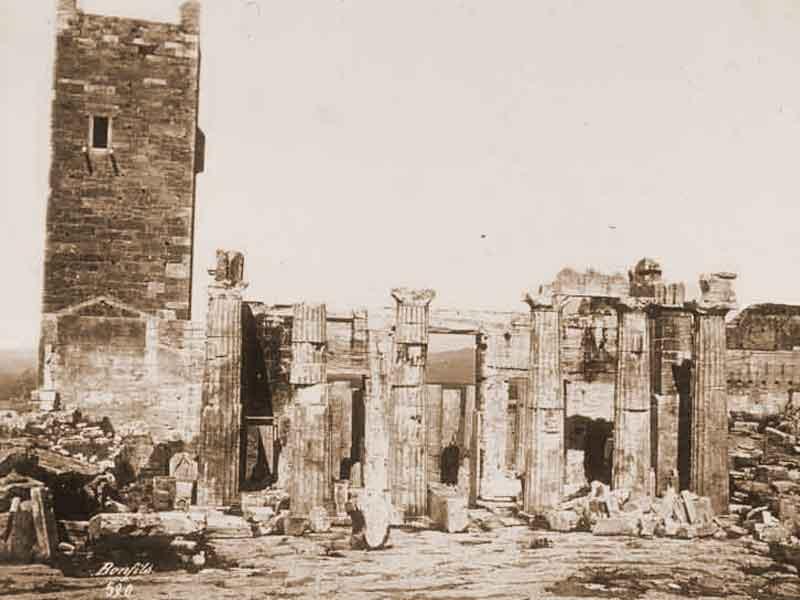 Плащаница. Остатки крепости Ла Роша в Афинах